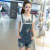 2018夏季新款韩版时尚唇印贴布破洞卷边牛仔背带短裤女