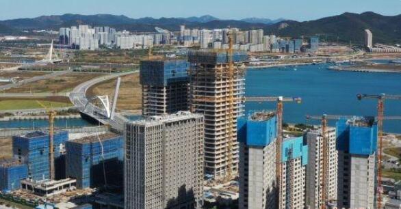 大连自贸区东北·中交城总部经济中心封顶